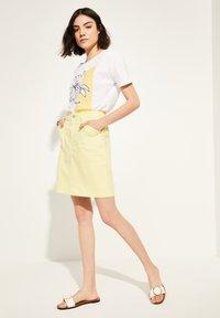 comma casual identity - MIT SKIZZEN-PRINT - Print T-shirt - white - 1