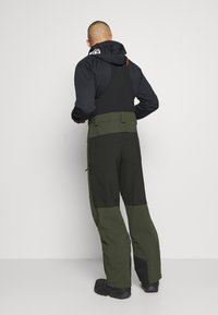 Oakley - SHELL BIB - Pantaloni da neve - black/green - 2