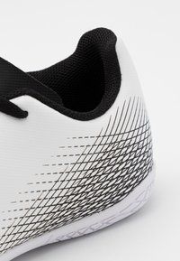adidas Performance - X GHOSTED.4 FOOTBALL SHOES INDOOR UNISEX - Indoor football boots - footwear white/core black/silver metallic - 5