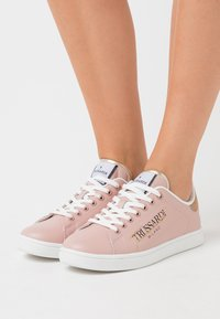 Trussardi - GALIUM - Zapatillas - pink/tan - 0