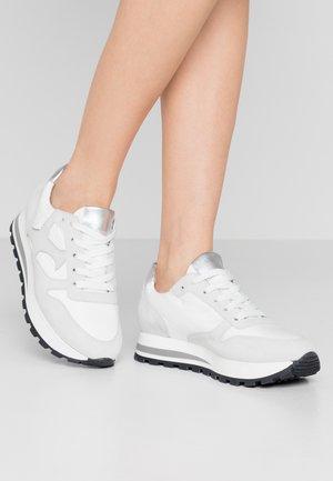 FELIPA - Sneakers laag - weiß/silber