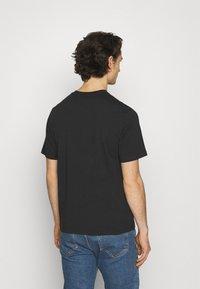 Levi's® - TEE UNISEX - Print T-shirt - caviar - 2