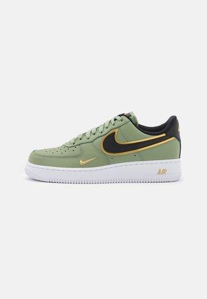 AIR FORCE 1 '07 LV8 - Sneakers laag - oil green/black/metallic gold/white