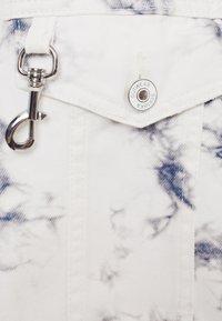 Bershka - CROPPED MIT TIE-DYE-PRINT  - Summer jacket - white - 5