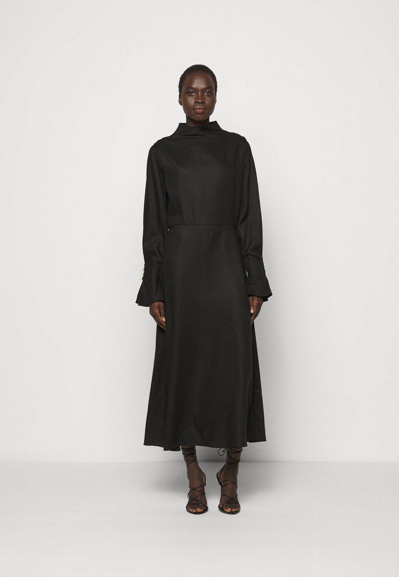 Mother of Pearl - MIDI DRESS WITH BUTTON SLEEVE - Koktejlové šaty/ šaty na párty - black
