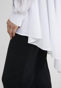 KARL LAGERFELD - POPLIN PEPLUM - Button-down blouse - white - 4