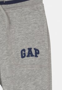 GAP - TODDLER BOY ARCH  - Trousers - light grey heather - 2