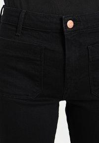 Wrangler - Flared Jeans - retro black - 4