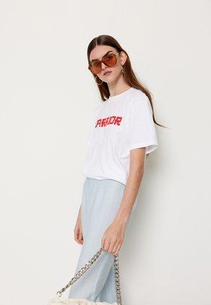 TABBY WARRIOR - T-shirt z nadrukiem - white