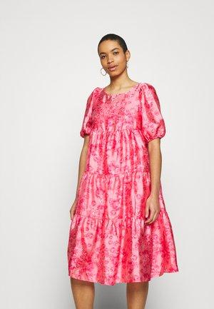 AKIACRAS DRESS - Freizeitkleid - pink
