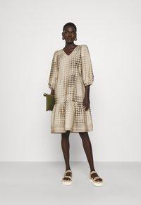 CECILIE copenhagen - RUBY SHORT DRESS - Denní šaty - frost grey - 1