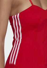 adidas Originals - Vestido ligero - vivid red - 4