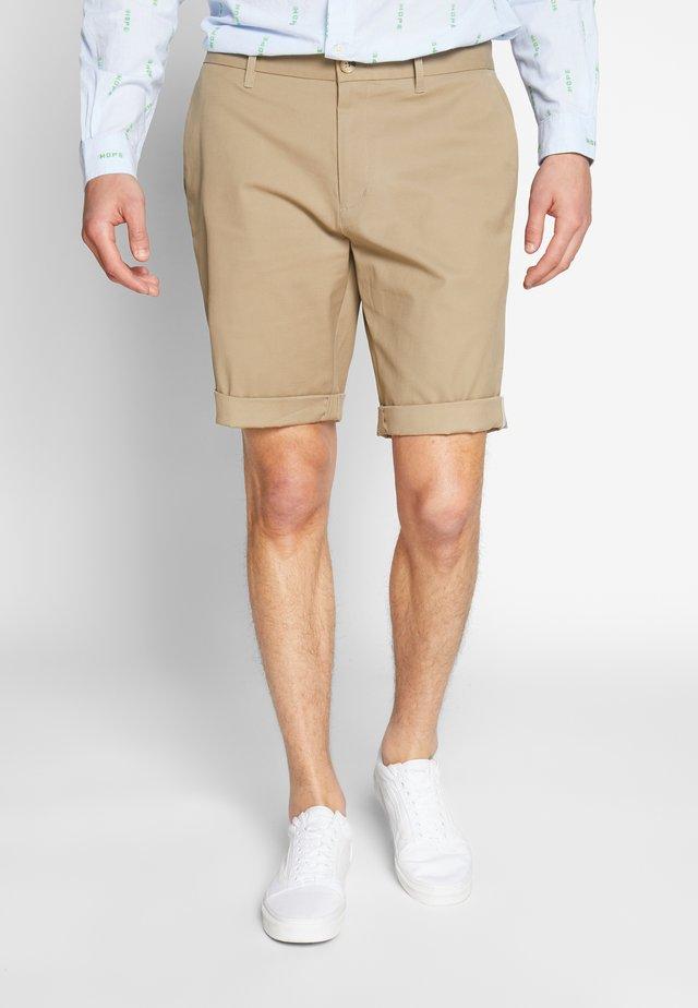 SIGNATURE CHINO - Shorts - stone