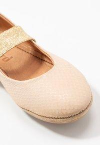 Bisgaard - QUINN - Bailarinas con hebilla - gold - 2