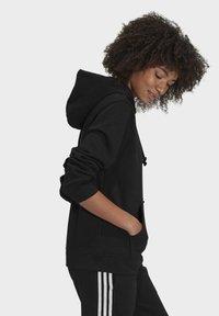 adidas Originals - ORIGINALS ADICOLOR SWEATSHIRT HOODIE - Bluza z kapturem - black - 2