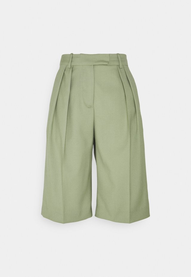 Casual Trousers - Kraťasy - green