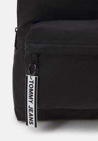 Tommy Jeans - LOGO TAPE BACKPACK - Plecak - black - 3