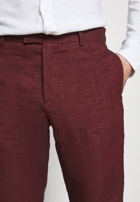 Frescobol Carioca - FORMAL TAILORED TROUSERS - Pantalon de costume - dark red - 4
