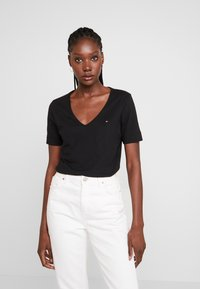 Tommy Hilfiger - CLASSIC  - Basic T-shirt - black - 1