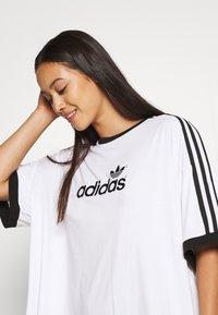 adidas Originals - TEE - Triko spotiskem - white - 4