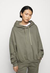 Mykke Hofmann - FINN COSWE - Hoodie - light dust green - 0