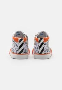 Shoo Pom - ZIP BASKET - High-top trainers - white/black/orange - 2