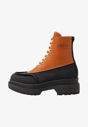 Platform ankle boots - bran/black