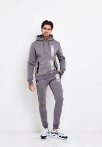 11 DEGREES - Jersey con capucha - grey - 1