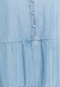 Cream - AMIRA VOLUME DRESS - Denimové šaty - blue denim - 2
