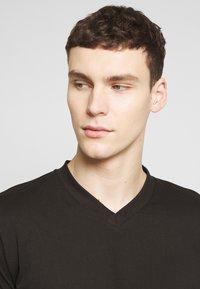 Dickies - V-NECK PACK 3 - Basic T-shirt - black/grey/white - 4