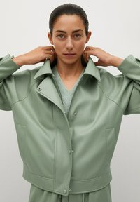 Mango - CREAM - Faux leather jacket - pastellgrün - 6
