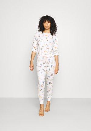 Pyjamas - white