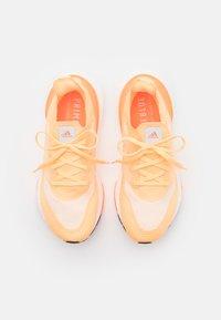 adidas Performance - ULTRABOOST 21 - Zapatillas de running neutras - aciora/footwear white/white - 3