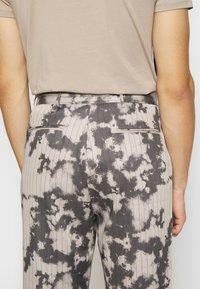 Jaded London - BLEACHED PINSTRIPE TROUSER - Trousers - grey - 5