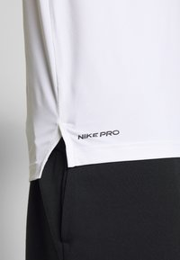 Nike Performance - Print T-shirt - white/black - 5