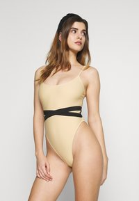 Missguided - DOUBLE WAIST STRAP DETAIL SWIMSUIT - Plavky - nude - 1