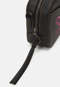 Coach - REXY AND CARRIAGE CAMERA BAG - Across body bag - black - 4