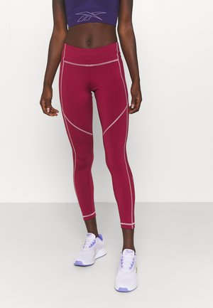 GRAPHIC WORKOUT READY SPEEDWICK - Medias - punch berry