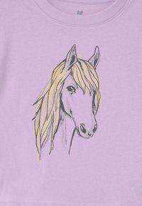 GAP - BOXY  - Print T-shirt - pale lilac - 2