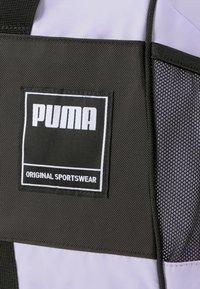 Puma - GYM DUFFLE - Sportstasker - light lavender - 3