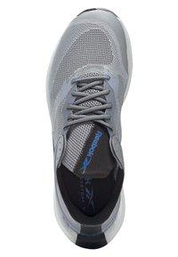 Reebok - FLOATRIDE ENERGY SYMMETROS SHOES - Stabilty running shoes - grey - 3