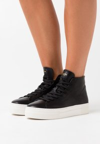 Selected Femme - SLFHAILEY HIGHTOP TRAINER - High-top trainers - black - 0