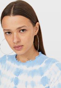 Stradivarius - T-shirt z nadrukiem - light blue - 3