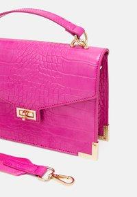 Pieces - PCABBELIN CROSS BODY - Handbag - hot pink/gold - 4