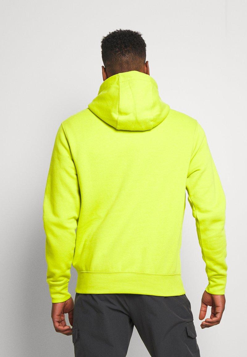 Nike Sportswear CLUB - Kapuzenpullover - bright cactus/grün 3xIOvB