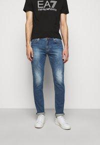 Emporio Armani - 5 POCKETS PANT - Slim fit jeans - blue denim - 0