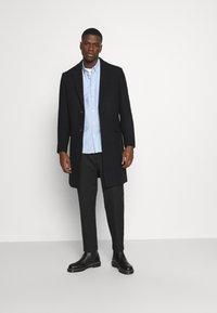 Isaac Dewhirst - Classic coat - black - 1