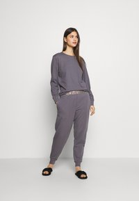 Calvin Klein Underwear - ICONIC LOUNGE PANT SET - Pyjama set - purple haze - 1