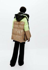 Uterqüe - Winter coat - green - 2
