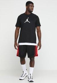 Jordan - ICON TEE - Print T-shirt - black/white - 1